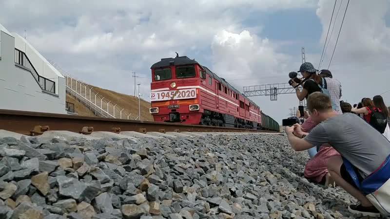 Минтранс назвал планируемую дату запуска грузовых поездов по мосту в Крым